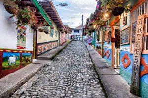 Guatapé, Colombie - DESTINATIONS LATINES