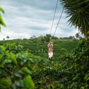 Tyrolienne dans les champs de café - Colombie - DESTINATIONS LATINES